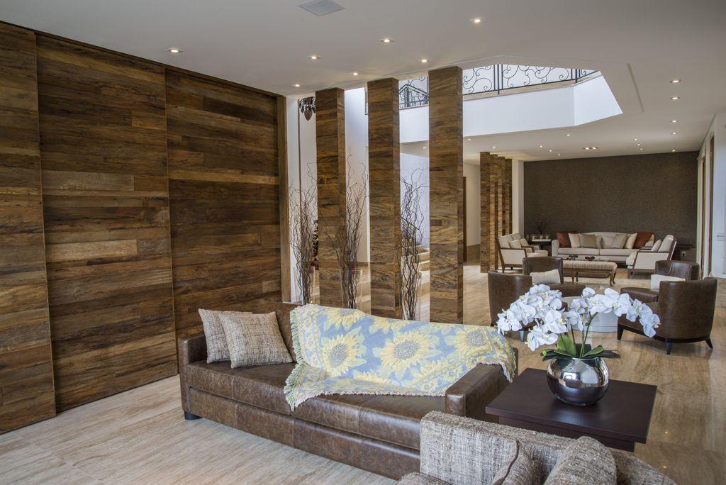 paineis e colunas de madeira de demolicao unimoveis marcenaria boutique, mobiliario spb medida projetos especiais para arquitetos