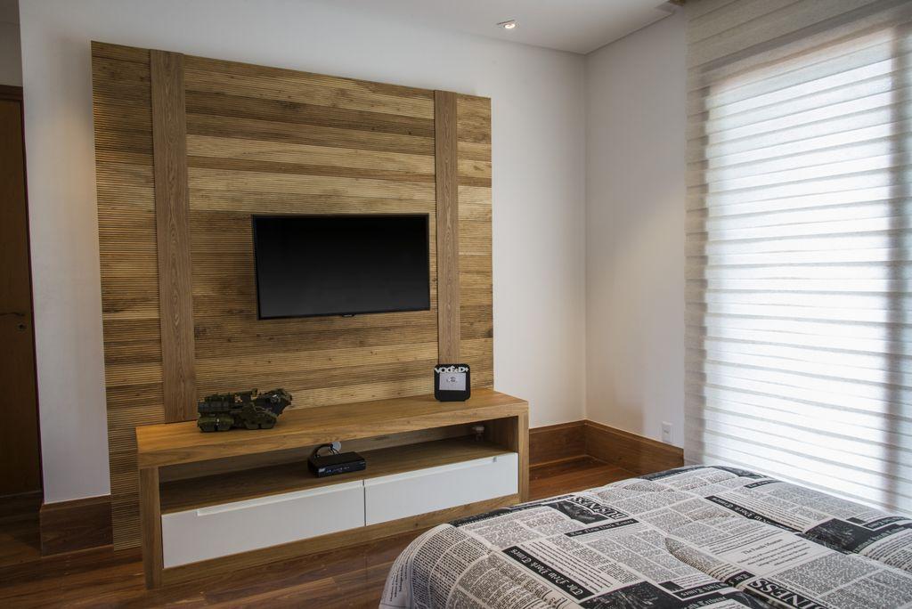 unimoveis marcenaria boutique dormitorio teen com painel de madeira e rack com gavetoes de laca branca e puxadores cavados
