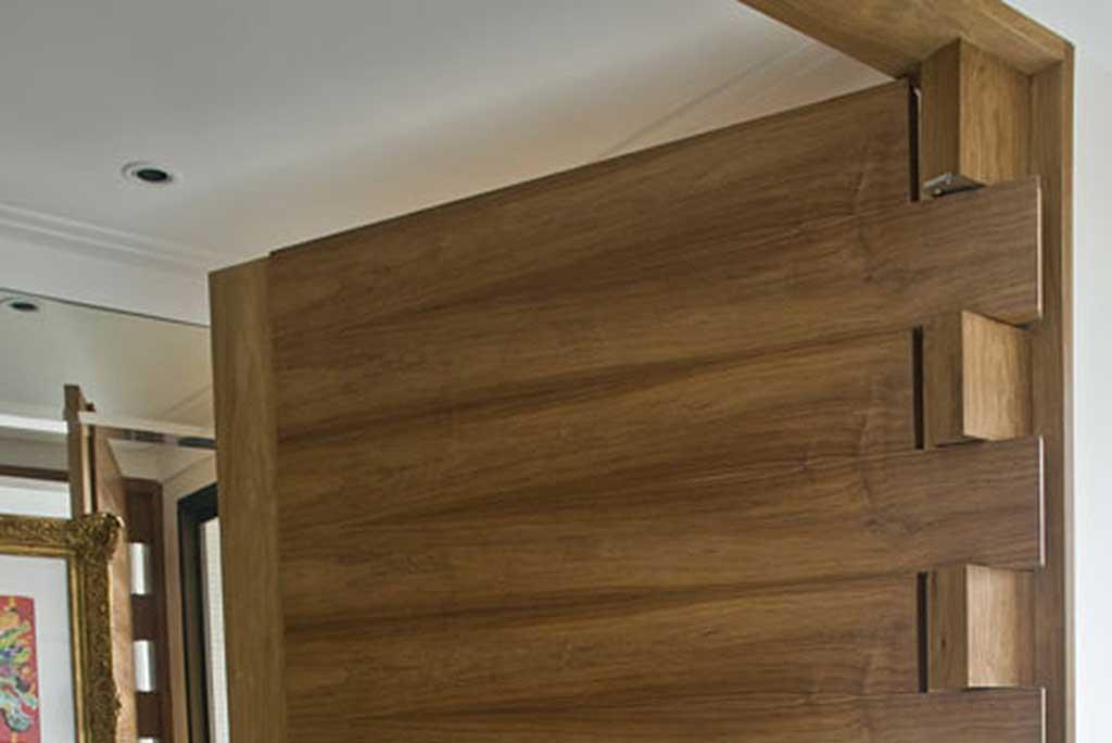 unimoveis marcenaria boutique porta pivotante madeira maciça