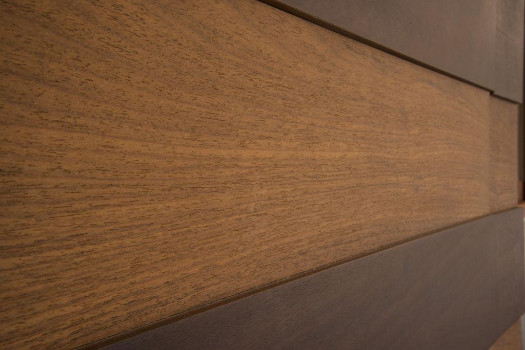 detalhe de painel de correr de madeira sob medida unimoveis marcenaria boutique, mobiliario spb medida projetos especiais para arquitetos