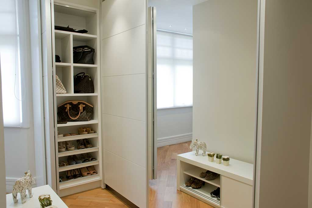 porta painel de correr espelho unimoveis marcenaria boutique projetos completos acabamentos importados da europa e atendimento alto padrão armário para quarto sob medida